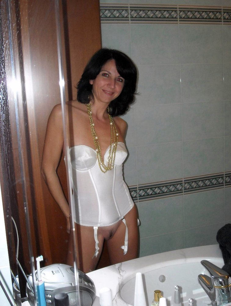 Mature woman wearing fuck me lingerie