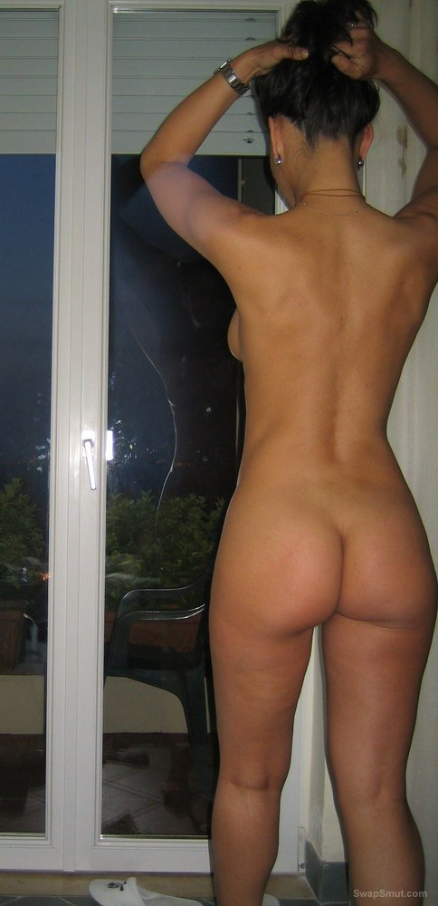 hotel window naked girl