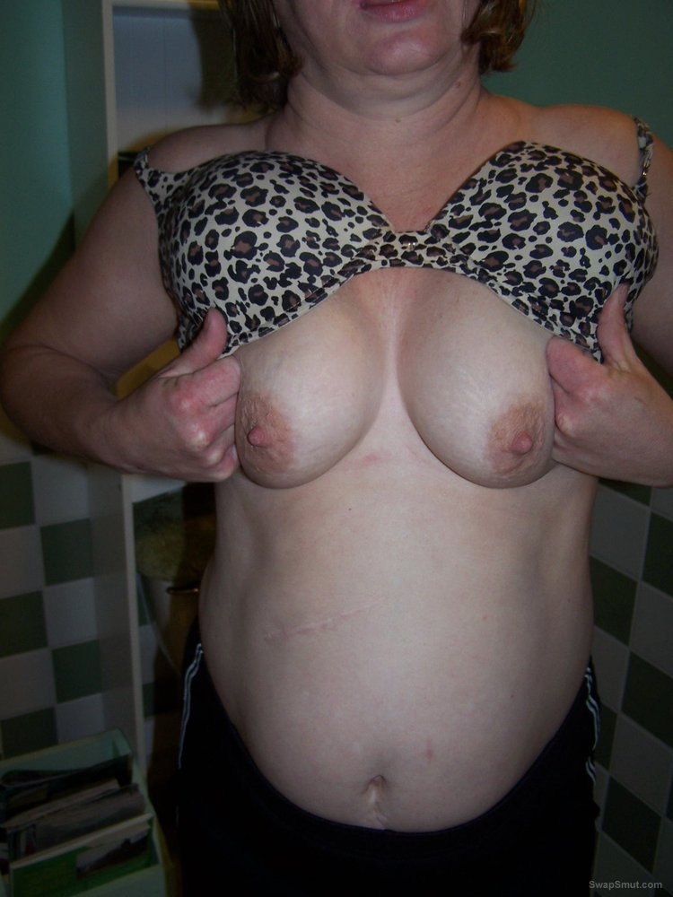 Mature amateur wife big tits and hard nipples