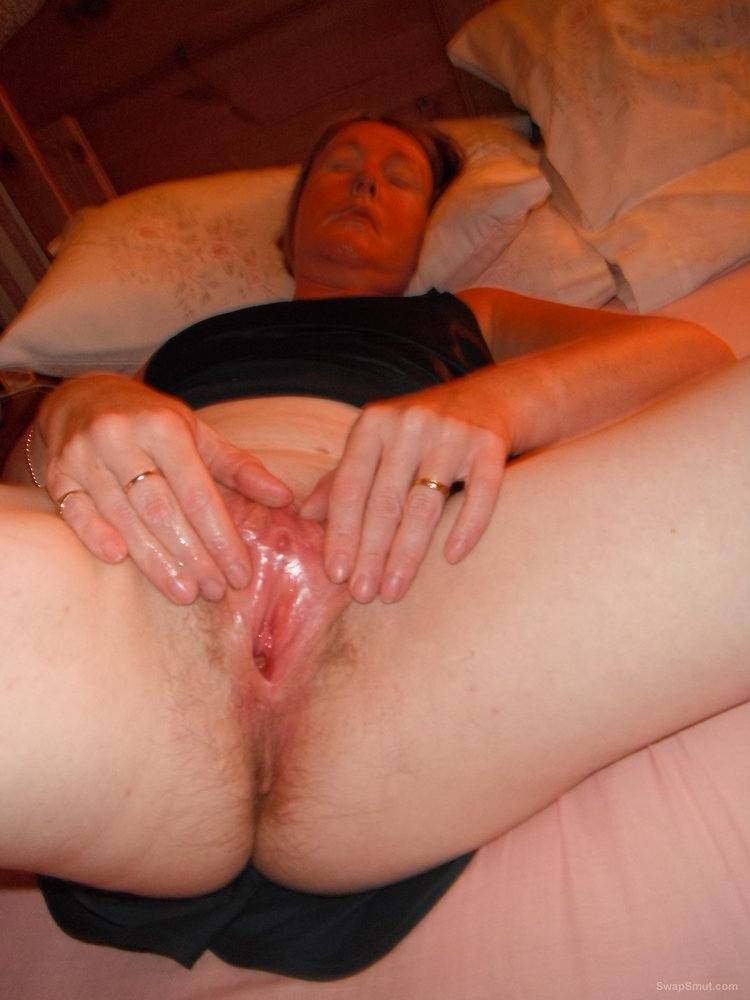 Bbw amateur with soaking pussy