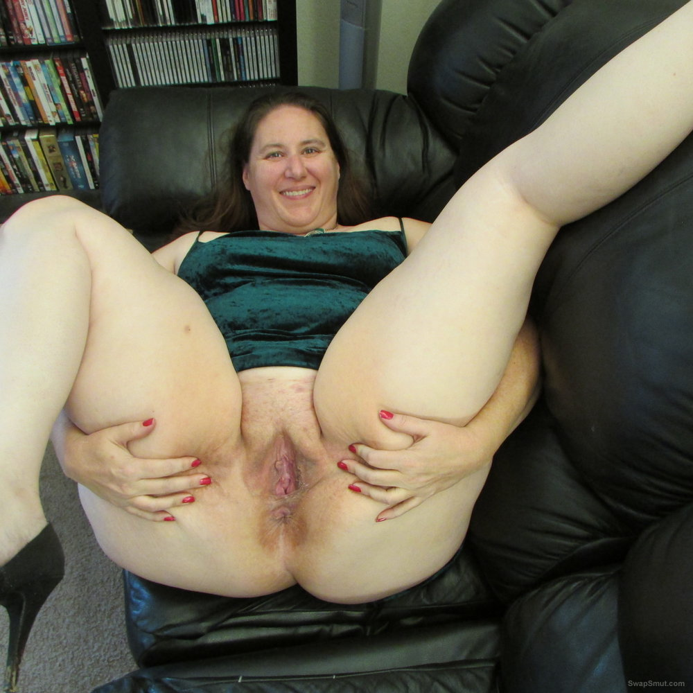 I loving showing off my pussy to everyone