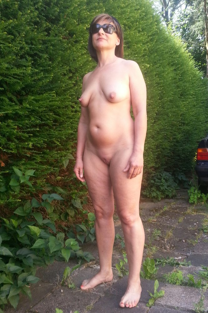 A walk with sextoy in my butt 5