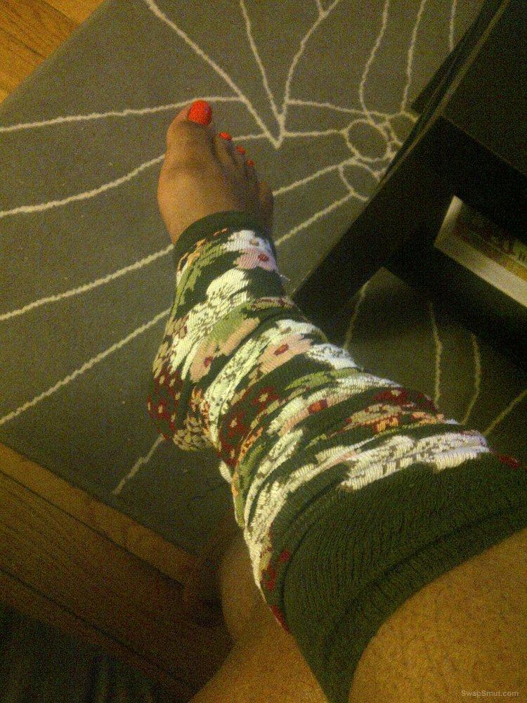Pretty Ebony Wife takes sexy feet Pics for foot fetish fans