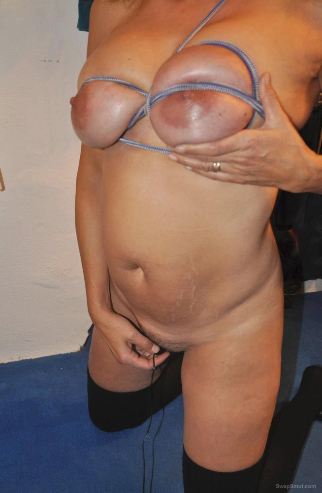 Mature fuck slut believes that her tits are great