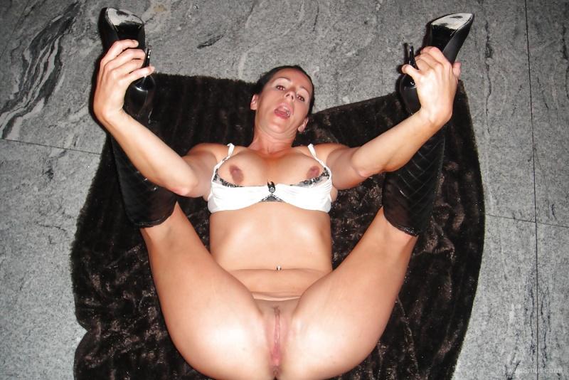 Hellish brunette, fucking luxury to share your photos