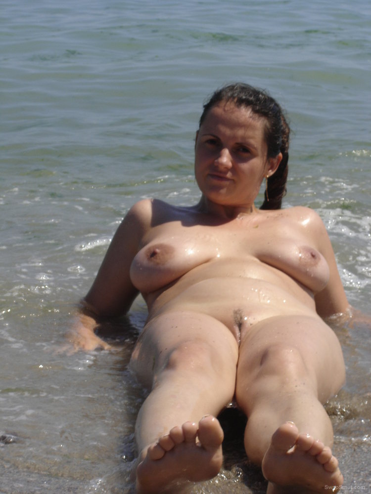 Beach couple nude picture