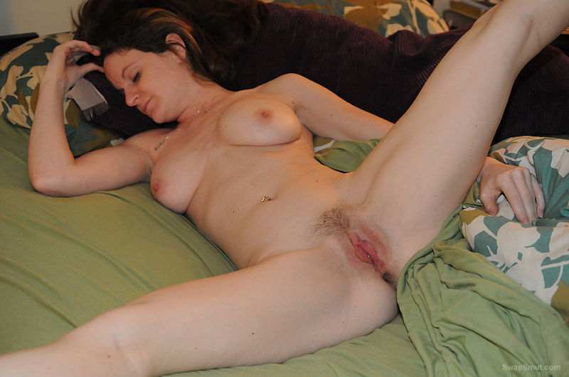 Yummy milf brunette posing on bed sexy woman nude photographs
