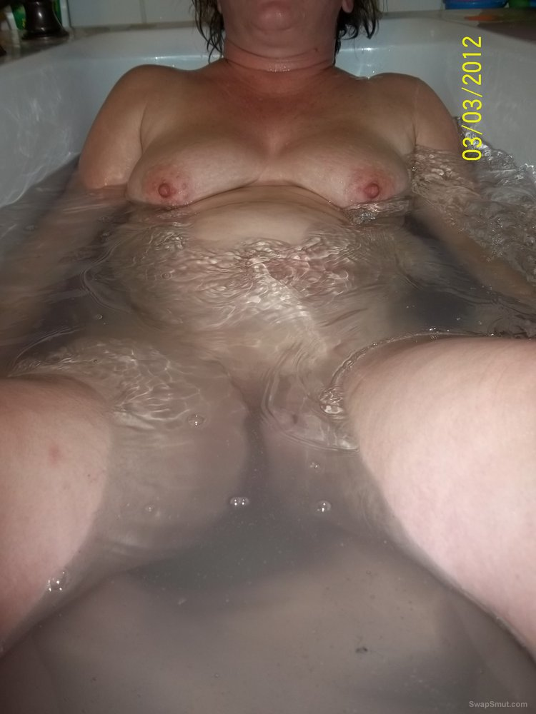 My sweet bbw taking a hot bath showing big baps and pussy