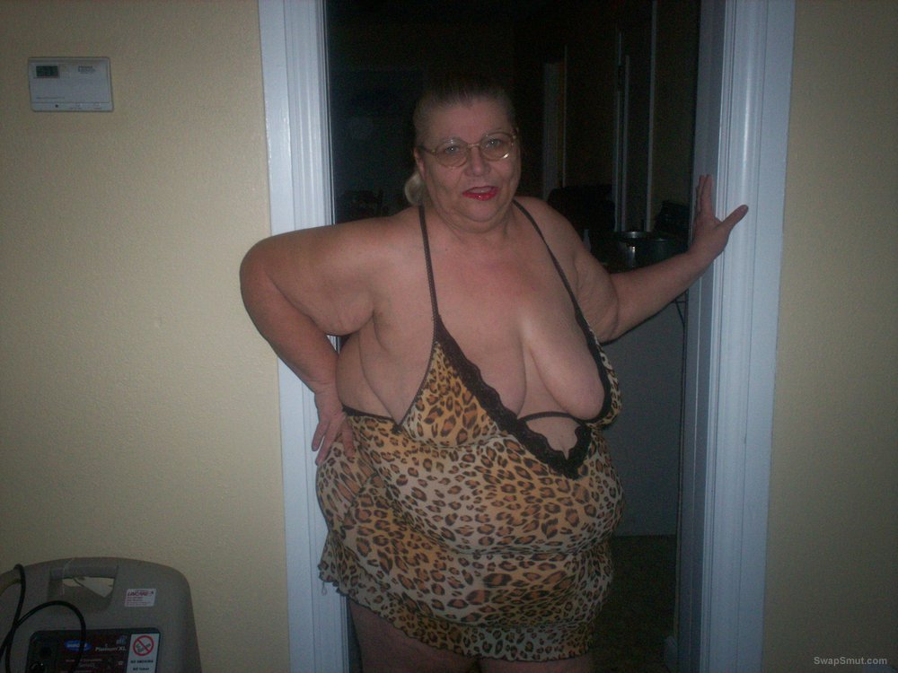 bbw mature amateur love showing off in this outfit