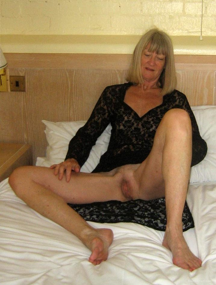 Now this is one sexy GILF still got a great body to have fun with