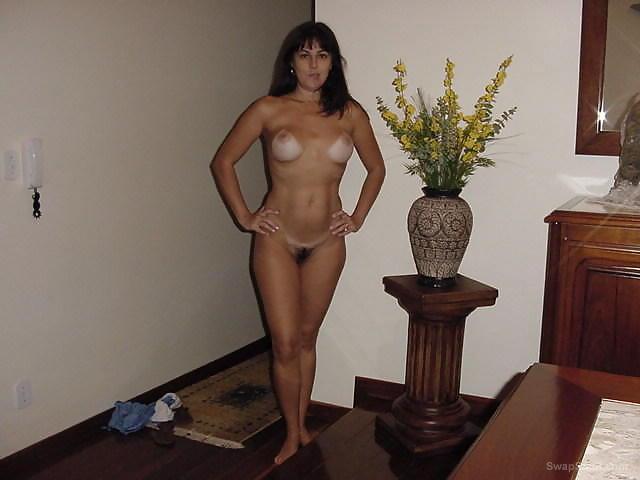 Una escultural vecinita sexy,ardiente y sensual