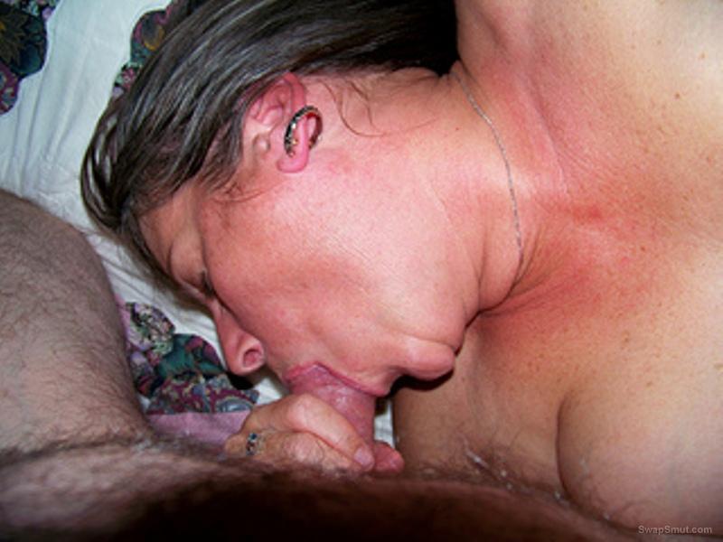 Slut wife amateur blow job sucking a hard throbbing penis in mouth