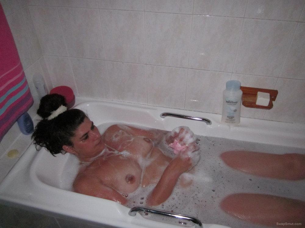 Slut Girlfriend Getting Ready To Be Fucked Washing Herself In Bath
