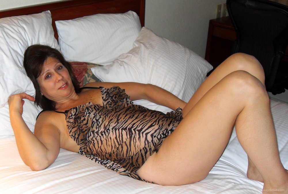 MILF Diane Sprawls Out on the Bed in Her Tiger Print Nightie