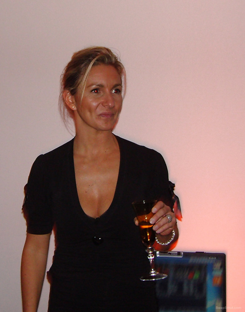 I'm Christelle, French Wife 44yo, fan of new experiences