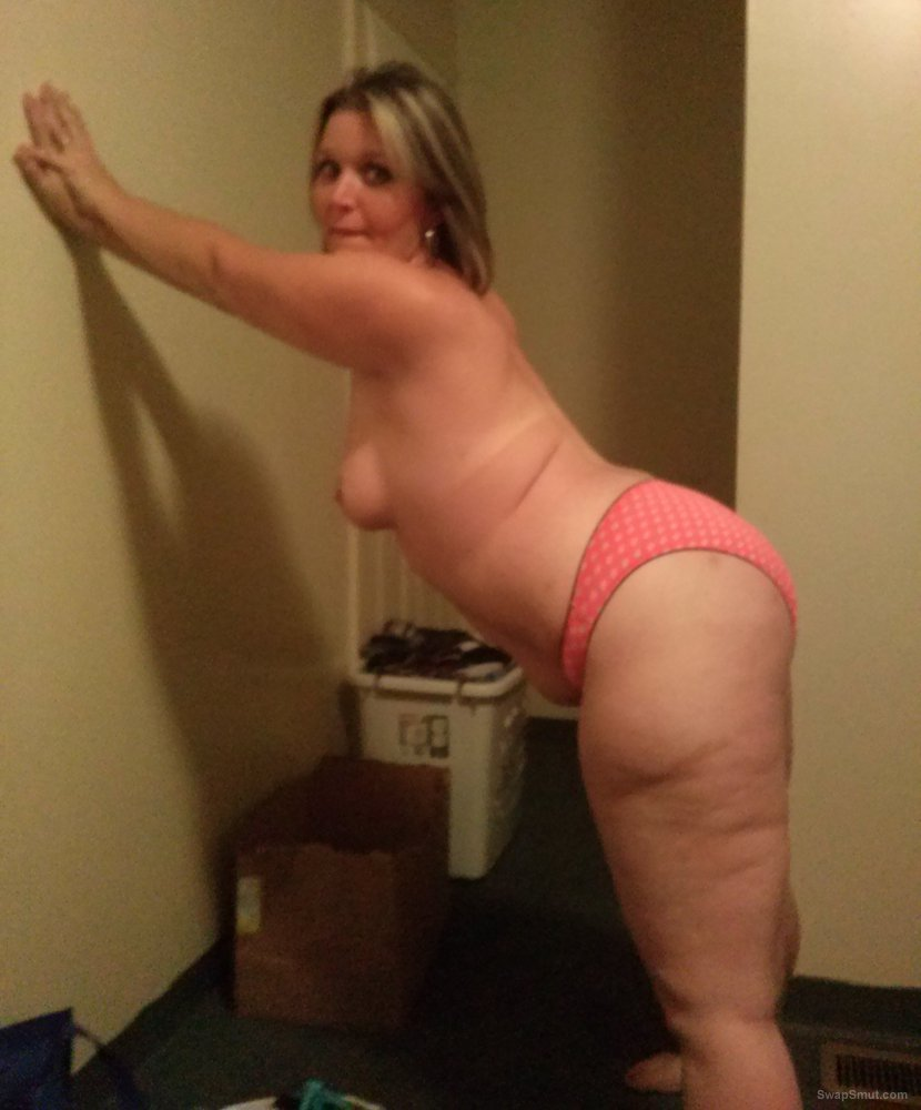 A fat and kinky friend exposing her body and fat ass