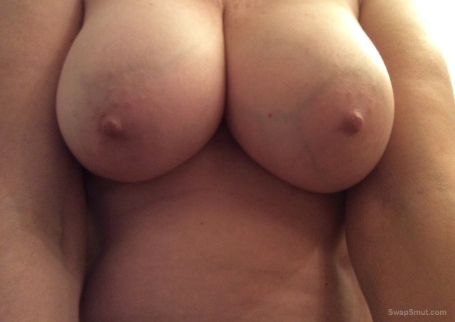 Big boobs for fucking and sucking, She gets hot when someone suck her big boobs