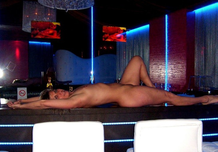 Sexy swinger Lisa having fun in her favorite gaudy sex club