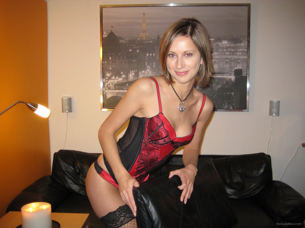 Hot milf porn photos wearing black and red lingerie