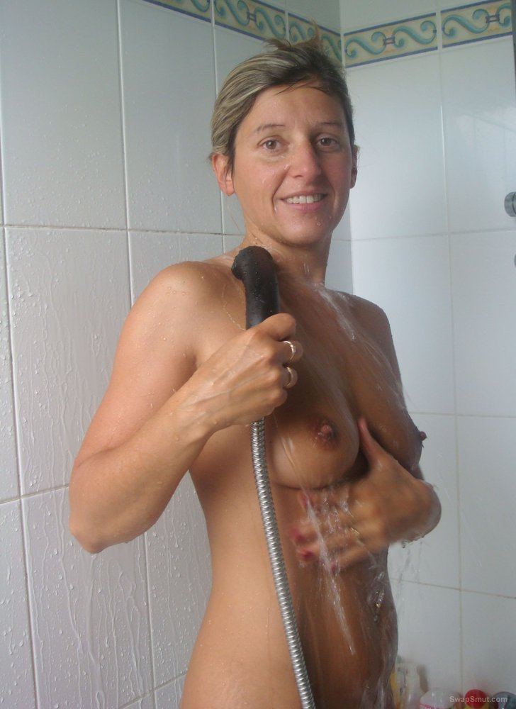 Tease and pleasing with her sexy naked body in the shower