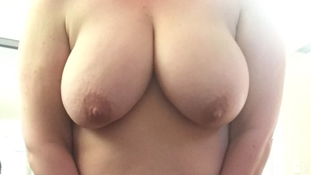 Some sexy pix of my lady showing off her big tittys
