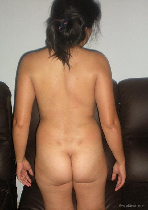 Real amateur brunette posing with good ass, enjoy