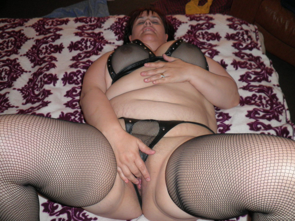 A big girl with a kinky side that loves to play with her anal beads