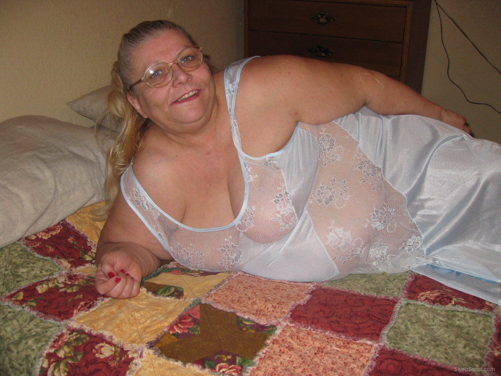 Mature bbw in sexy night gown love to reveal my body in lingerie