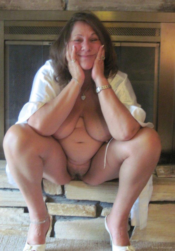 BBW mature slut Linda showing her snatch