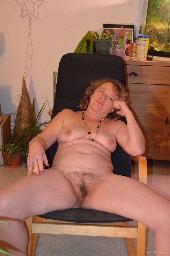One sexy GILF still horny after all these tears