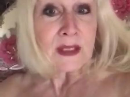 Girl dildo video